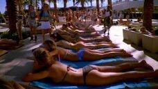4. Девушки в купальниках возле бассейна – Лас Вегас