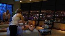 5. Молли Симс на массаже – Лас Вегас
