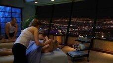 6. Молли Симс на массаже – Лас Вегас