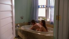 1. Эро сцена с Никки Кокс в ванне – Лас Вегас