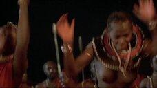 3. Танец женщины топлес из племени – Шина – королева джунглей