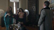 Марина Чосич показала голую грудь