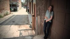 Кейт Лин Шейл мастурбирует на улице