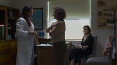 Джоанна Лареки на осмотре у доктора