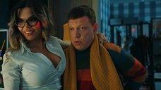 Пьяная Карина Зверева в блузке