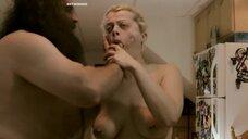 Сцена вырывания языка у блондинки