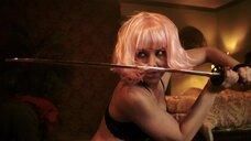 Горячая Эми Джонстон в белье с мечом