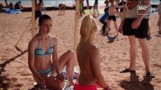 Софья Шуткина засветила грудь на пляже