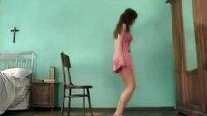 1. Молодая Полина Гагарина в коротком платье в клипе «Я твоя»