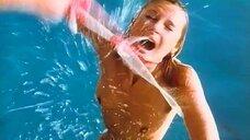 Изнасилование Доминик Сэйнт Клер возле бассейна