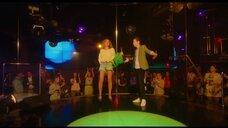 1. Юлия Александрова танцует у шеста – Красотка в ударе