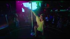 5. Юлия Александрова танцует у шеста – Красотка в ударе