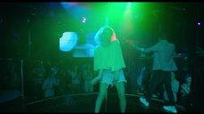 6. Юлия Александрова танцует у шеста – Красотка в ударе