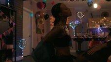 2. Тамара Дэвис на вечеринке – Чи