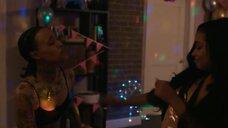 6. Тамара Дэвис на вечеринке – Чи