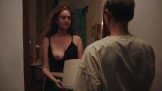 Кэтрин Коэн засветила голую грудь