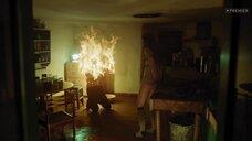 5. Возгорание женщины топлес – Территория (2020)