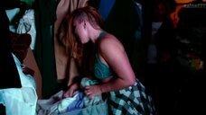 3. Аманда Фуллер в лифчике – Барахольщица