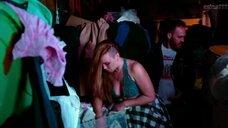 4. Аманда Фуллер в лифчике – Барахольщица