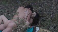 Секс сцена Сесилией Суарес в лесу