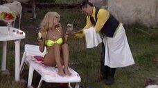 Эвелина Блёданс отдыхает в купальнике