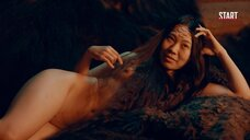 Полностью голая Ян Гэ