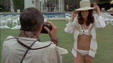 Жаклин Смит позирует в купальнике