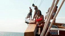 Ким Кардашьян, Кортни Кардашьян и Хлоя Кардашьян на яхте