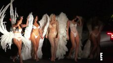 Ким Кардашьян, Кортни Кардашьян, Хлоя Кардашьян и Кендалл Дженнер на показе мод
