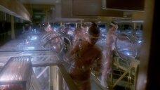 7. Женщины топлес работают в инкубаторе – Сексмиссия