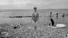 1. Виктория Исакова в цельном купальнике – Нежность