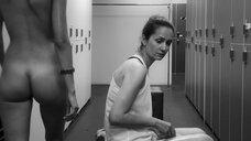 5. Сцена с голыми молодыми девушками в раздевалке – Нежность