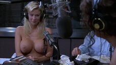 Полностью голая Дженна Джеймсон на радио