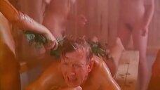 Сцена в бане с голыми девушками