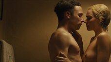 Секс сцена с Марго Робби в ванной