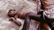Сцена изнасилования темнокожей женщины