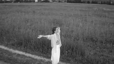 5. Виктория Исакова показывает голую грудь – Нежность