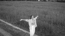 6. Виктория Исакова показывает голую грудь – Нежность