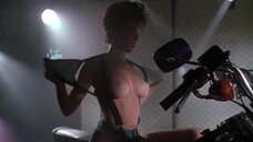 Бобби Тайлер показывает голую грудь на байке