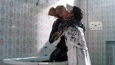 18. Горячая сцена с Светланой Ходченковой в ванной – Любовь без размера