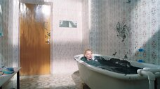 21. Горячая сцена с Светланой Ходченковой в ванной – Любовь без размера