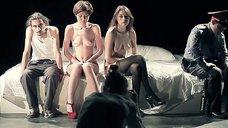 Голые Юлия Волкова и Анастасия Клюева на фотосессии для спектакля «Коммуниканты»