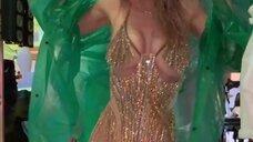 1. Вера Брежнева в сексуальном платье