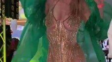 2. Вера Брежнева в сексуальном платье