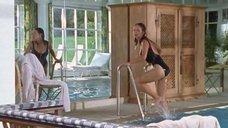 Ирис Юник в мокром купальнике