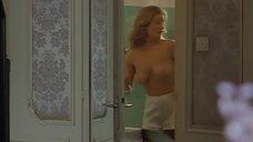 Нина Франожек засветила голую грудь