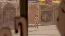 Полностью голая Николь Кидман на улице
