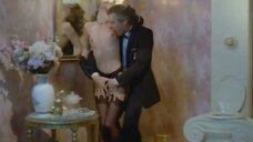 Страстный секс с Софи Бержер в туалете