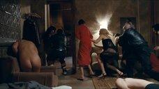 Сцена в квартире с проститутками
