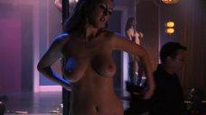 Красотка Ева Амурри топлес танцует стриптиз